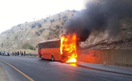 حریق اتوبوس دانشجویان لارستانی در گردنه علی آباد